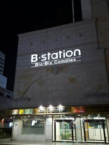 Featured Image Hotel B Station