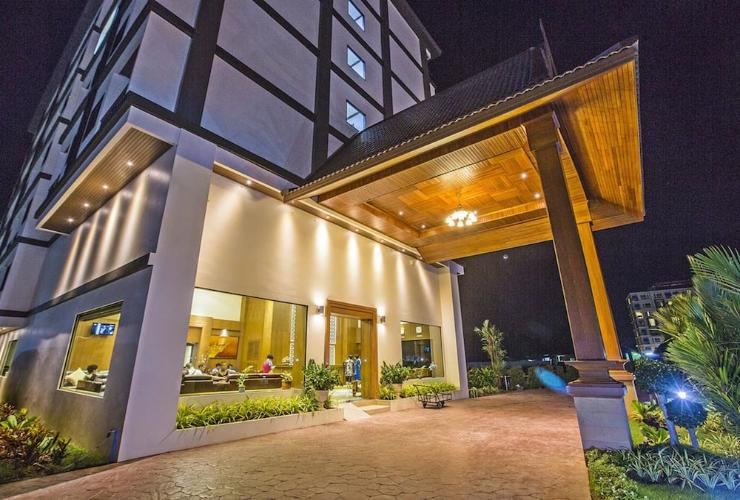 Featured Image Airport Resort & Spa