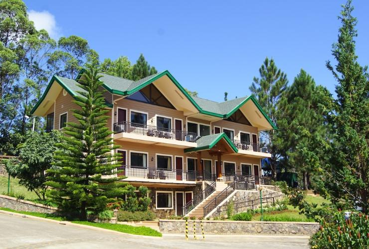 Featured Image Pinegrove Mountain Lodge