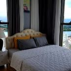 Bed 3 Bedroom mini penthouse in Saigon center - rooftop pool