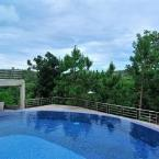 Swimming Pool On The Rock Chaiyaphum Bed & Breakfast