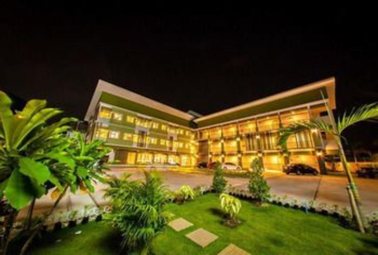 Featured Image Deluxe Hotel