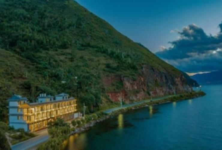 Featured Image Little cat yi  sliver Empire Seaview Inn