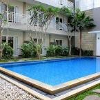 Outdoor Pool Choice Stay
