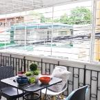 Balcony or Terrace Poblacion Makati House: Room 11