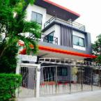 Featured Image 3 Bedroom House @Skytrain