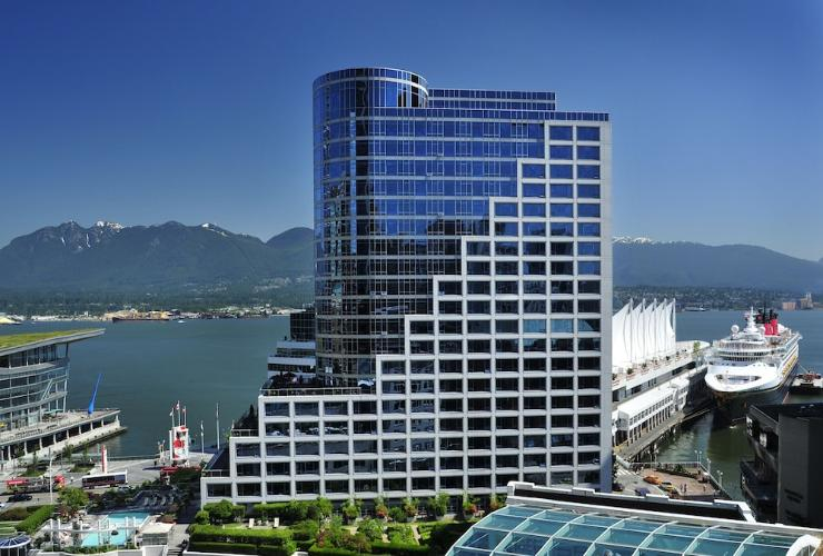 Featured Image Fairmont Waterfront