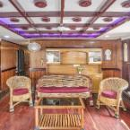 Featured Image GuestHouser 3 BHK Houseboat 147b