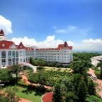 Featured Image Hong Kong Disneyland Hotel