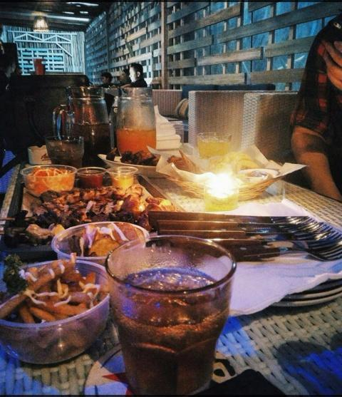 Decobar Grill & Chill