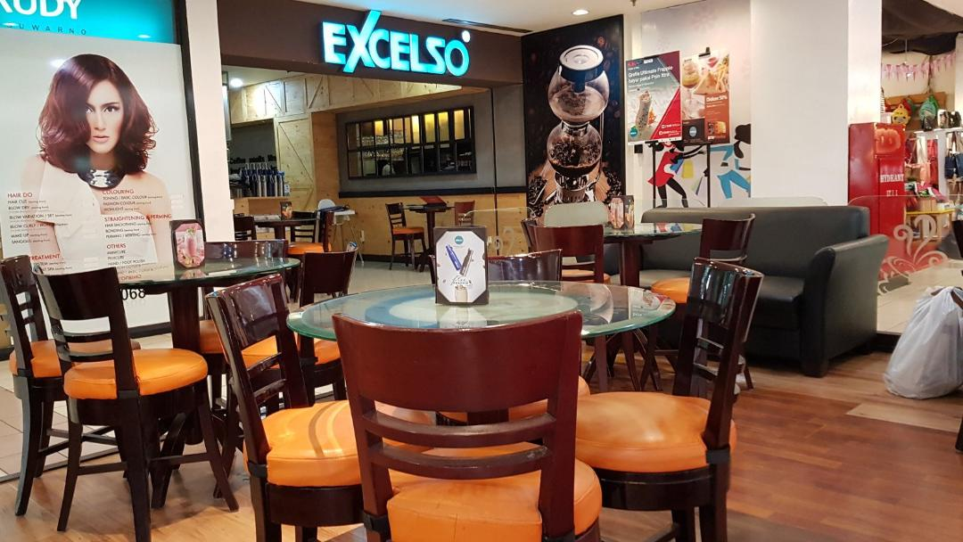 Suasana di Excelso Cafe