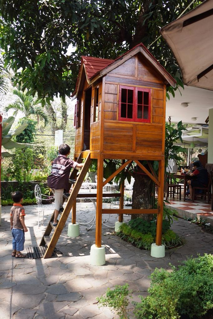 Foto luar Tree House Cafe