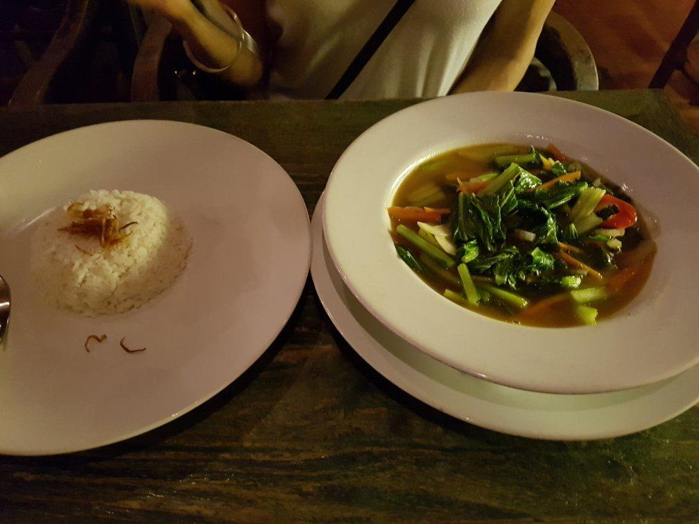 Makanan di Warung Little Bird