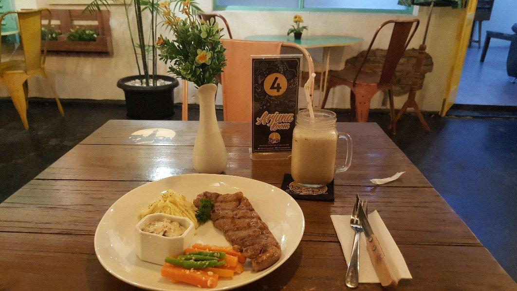 The White Paal Resto