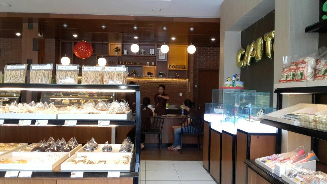 Suasana di Capital Bakery & Cake